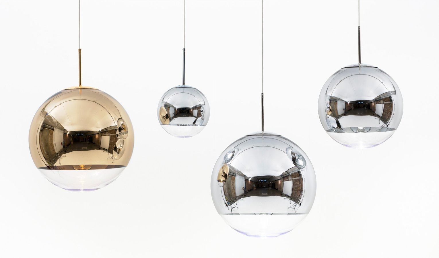 mirror ball silver by tom dixon ecc. Black Bedroom Furniture Sets. Home Design Ideas